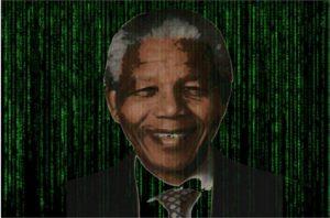 Cara de Nelson Mandela sobre líneas de código de ordenador como en la película Matrix
