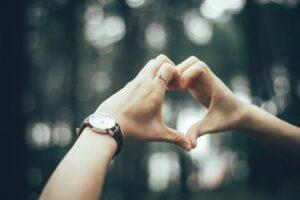gestos que enamoran con las manos